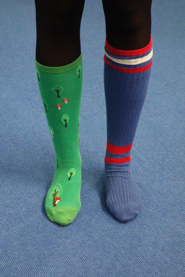 Abbildung von zwei unterschiedlichen Socken