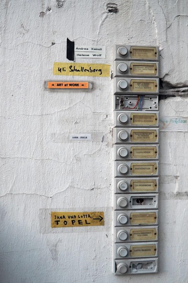 Klingeln bei den Artists Unlimited im Atelierhaus