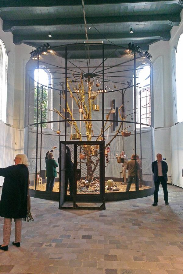 Die Installation The Library for the Birds von Mark Dion