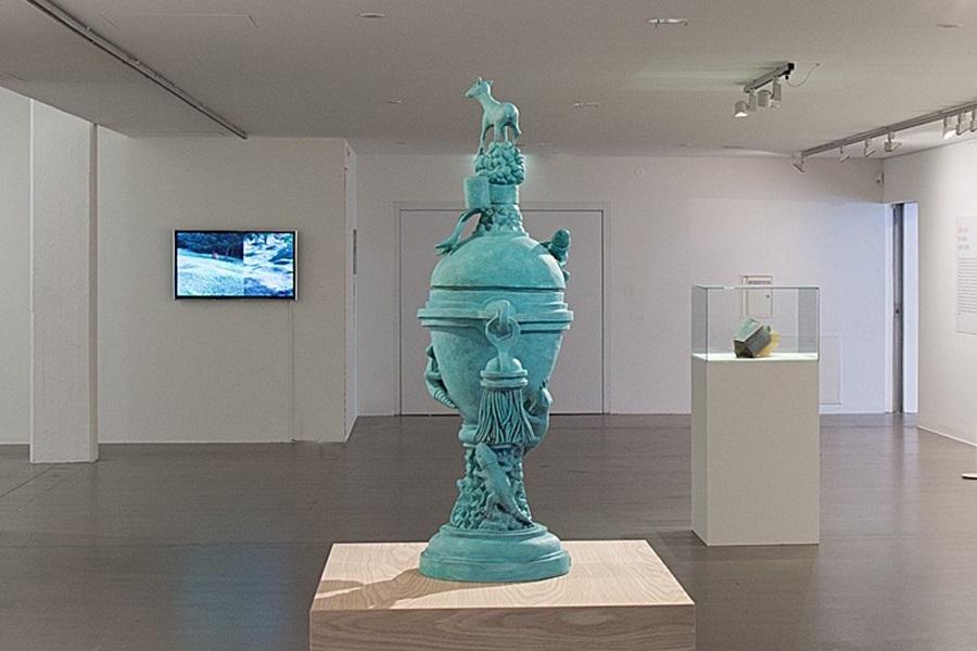 Das Werk Centerpiece Oxidized von Studio Job in der Ausstellung Grün stört im Marta Herford
