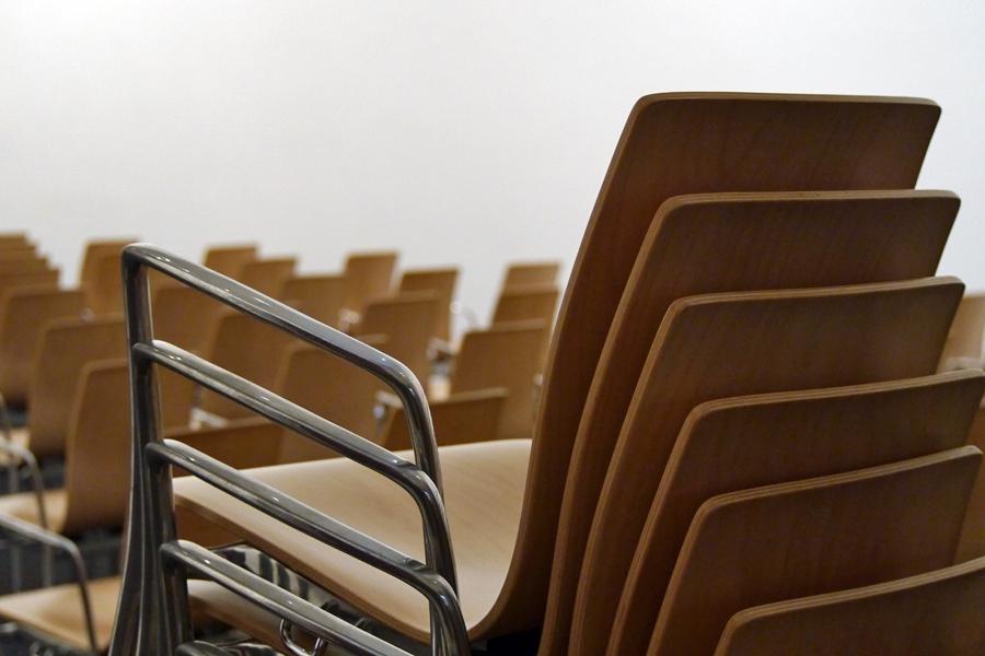 Abbildung eines Stuhlstapels im Marta-Forum