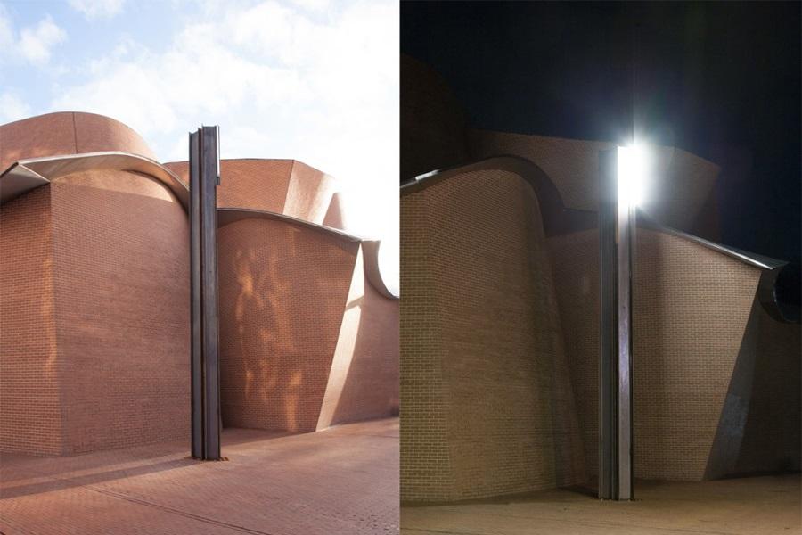 """Abbildung der Installation von Pedro Cabrita Reis: """"The Herford Eichen, 2014"""""""
