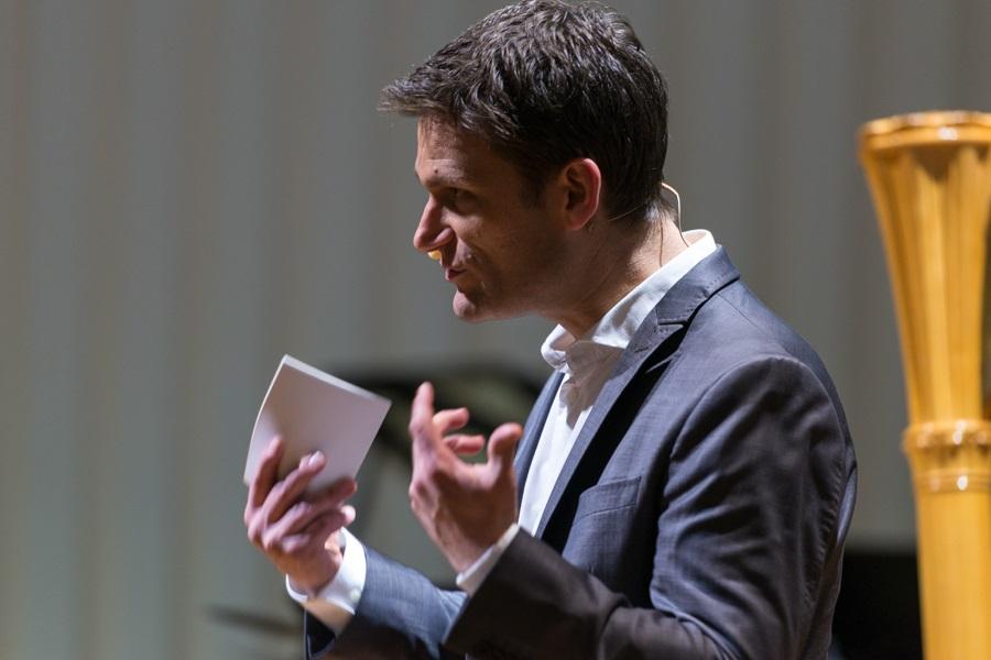 Foto des Auftritts des Kabarettisten Christian Ehring