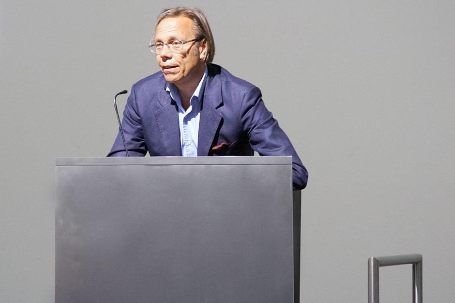 Harald Welzer während seiner Rede zur Eröffnung des RecyclingDesignpreises