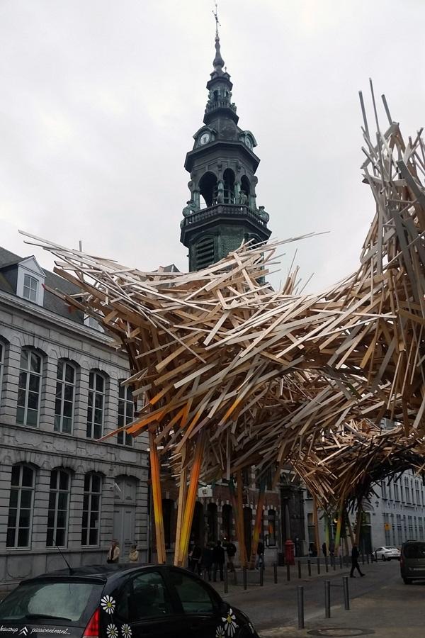 Abbildung einer skulpturalen Arbeit von Arne Quinze in Mons