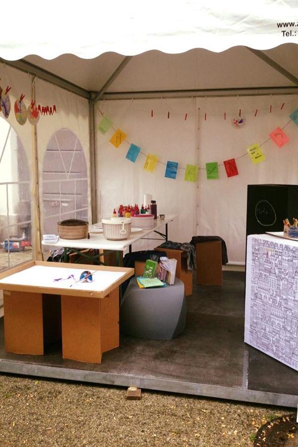 Die Museumspädagogik in ihrem Stand auf der Veranstaltung zum Weltkindertag in Herford