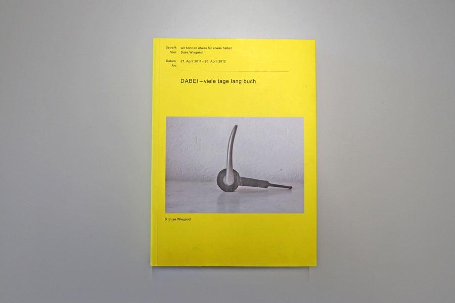 Cover der Publikation Dabei viele tage lang buch der Künstlerin Suse Wiegand