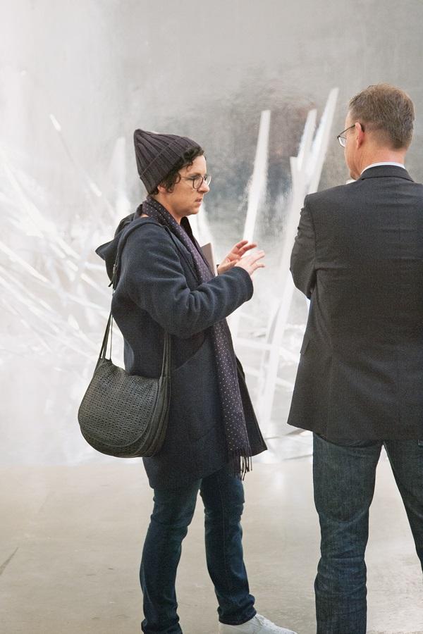 Künstlerin Monika Grzymala mit Marta-Direktor Roland Nachtigäller